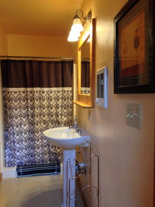 The Poplar Cabin Bathroom