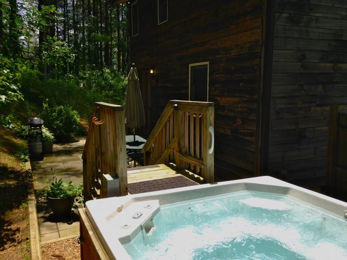 The Poplar Cabin Hot Tub
