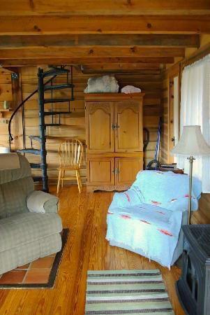 Broadwing Farm Cabins Pine Cabin